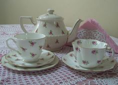 Sadler teapot with Dutches trio on left and Wileman duo on the right