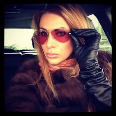 Insta driver Crazy Women, Real Women, Leather Fashion, Women's Fashion, Leather Gloves, Woman Face, Scarf Styles, Sunglasses Women, Black Leather