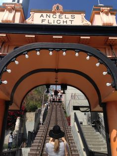 Los_Angeles_Downtown_Oyster_Gourmet_1Downtown Los Angeles Angels Flight