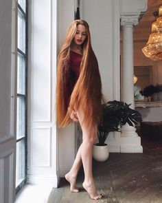 Image may contain: 1 person Beautiful Redhead, Beautiful Long Hair, Gorgeous Hair, Long Red Hair, Super Long Hair, Dark Hair, Brown Hair, Long Hair Models, Red Hair Woman