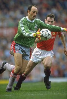 Liverpool goalkeeper Bruce Grobbelaar (left) takes on Brian McClair of Manchester United during a Barclays League Division One match at Old Trafford in Manchester, England Liverpool Goalkeeper, Liverpool Anfield, Liverpool Players, Liverpool Fans, Liverpool Football Club, Retro Football, Football Soccer, Football Shirts, Football Players