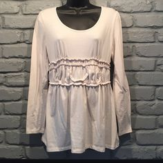 ❤️Elle white blouse size small (FINAL PRICE DROP! PRICE WILL GO BACK UP THE DAY AFTER VALENTINES DAY!) Great condition. Super comfortable. 62% polyester 32% rayon 4% spandex. No stains or holes.NO TRADES/ PAYPAL ✔DON'T ASK FOR MY LOWEST PRICE, PLEASE USE OFFER BUTTON ❤️BUNDLE TO SAVE! ⏳I ONLY HOLD ITEMS FOR 24 HOURS Elle Tops Blouses