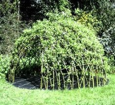 Gearing up for summertime play? Make your kids an awesome living willow playhouse!