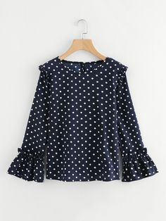 Blusa de lunares con volantes -Spanish SheIn(Sheinside) Polka dot blouse with ruffles -Spanish SheIn (Sheinside) Casual Dresses, Casual Outfits, Cute Outfits, Blouse Styles, Blouse Designs, Hijab Fashion, Fashion Dresses, Love Fashion, Girl Fashion