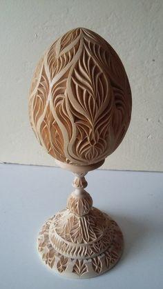 Photo Bone Crafts, Egg Crafts, Wood Carving Designs, Wood Carving Patterns, Carved Eggs, Hand Carved, Egg Shell Art, Whittling Wood, Chip Carving
