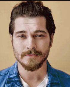 Turkish Men, Turkish Beauty, Turkish Actors, Iphone Wallpaper Lights, Handsome Celebrities, My Crush, Role Models, Cagatay Ulusoy, Novels