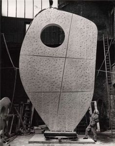 Single form. Barbara Hepworth - an incredible talent , Cornwall became very important to her and shaped her work.