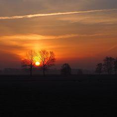 Heel vroeg opstaan om zonsopgang te zien.