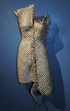 via Textile & Fiber Art / weaving Flax Weaving, Weaving Art, Hand Weaving, Weaving Patterns, Polynesian Designs, Maori Designs, Fairy Photoshoot, Nz Art, Maori Art