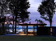 Modern Cabin With Views of Washington's Puget Sound. Architects: MW Works