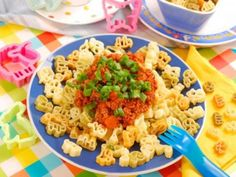 Funny animal noodles make the favorite food of many children a special … - Fleisch Bolognese, I Foods, Pasta Salad, Noodles, Macaroni And Cheese, Funny Animals, Favorite Recipes, Ethnic Recipes, How To Make