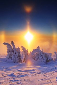 """wnderlst: """" In the Austrian alps: a sun dog (mock sun, parhelion) is an optical phenomenon in which bright spots appear in the sky, frequently on a ring around the sun. """""""