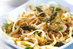 Pad Thai with Asparagus and Chicken