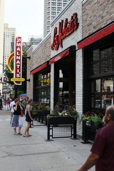 Places to Go: Lou Malnati's Pizzeria - via Chicago Food Planet SO GOOD!!!! Must have Chicago classic pizza and salad. River north location is the best one.