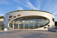 """Ville Ronde"" circular residence on Japanese coast by Ciel Rouge Creation"