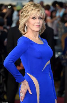 Jane Fonda took to the red carpet at the Cannes Film Festival with her dark blonde hair lightly layered and waved and with huge diamonds dripping from her ears. Belle Hairstyle, Hairstyle Look, Decent Hairstyle, Hairstyle Ideas, Hair Ideas, Jane Fonda, Latest Hairstyles, Easy Hairstyles, New Hair