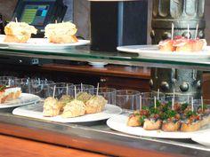 Tapasbar Valencia Valencia, Table Settings, Table Top Decorations, Place Settings, Dinner Table Settings, Table Arrangements
