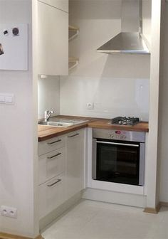 All time best Small kitchen remodel white tricks,Small kitchen remodel before and after wall removal tricks and Kitchen design layout home depot tips. Küchen Design, Interior Design, Design Styles, Small Appartment, Mini Kitchen, 1970s Kitchen, Kitchenette, Apartment Kitchen, Home Kitchens