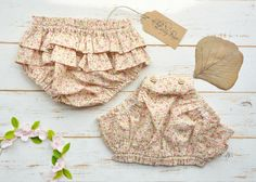 Baby bloomers. Flowered cotton. https://www.etsy.com/shop/LillyRose2008?ref=pr_shop_more