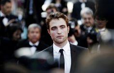 Cuando Robert Pattinson pidió a la autora de Fifty Shades of Grey que le hablara sobre sus fantasías