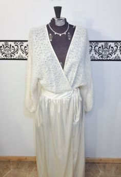 1950's Rare Knit Deena Peignoir in Ivory, Size Medium, Large,  Vintage Deena Dressing Gown, 1950's Robe, Knit Ivory 1950's Bridal Lingerie by RetrosaurusRex on Etsy