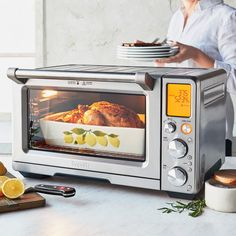 Breville's Smart Oven Air with Element IQ® is designed for the cook who desires a countertop oven that can roast for large gatherings, air-fry crispy snacks an. Convection Oven Cooking, Countertop Convection Oven, Microwave Oven, Small Appliances, Kitchen Appliances, Small Oven, Eating Raw, Kitchen Gadgets, Kitchen Stuff