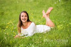 Young woman laying in field of flowers laughs in portrait. Photo by Steve Holmes Photography Senior Photos Girls, Senior Girl Poses, Girl Photo Poses, Senior Girls, Senior Portraits, Senior Pictures, Girl Photos, Barefoot Girls, Going Barefoot