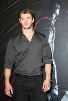 - Chris Hemsworth Toughens Up for 'Thor'   OK! Magazine