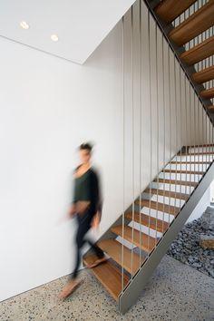 Three14 Architects have recently completed FIRTH 114802, a house for a young family in Cape Town, South Africa.  Escadas com Soluções Modernas e de Segurança em Vãos de Escada e Varandas...  http://www.corrimao-inox.com  http://www.facebook.com/corrimaoinoxsp  #escadas #sobrados #pédireitoalto #Corrimãoinox #mármore #granito #decor  #arquitetura #casamoderna