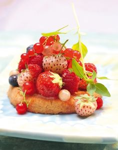 Tartlets with lemon cream and red fruit - By Michèle Carles