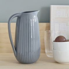 Discover the beautiful serving jug in 5 Nordic colours.