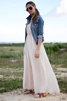 love the jeans jacket with the maxi dress. Casual Chic, Skirt Fashion, Fashion Outfits, Fashion Ideas, Hijab Fashion, Fashion Beauty, Fashion Looks, Glamour, Dress Me Up