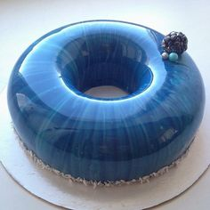 glaçage miroir bleu My Favorite Food, My Favorite Things, Favorite Recipes, Mirror Glaze Cake, Traditional Mirrors, Kinds Of Desserts, Glass Cakes, French Pastries, No Bake Cake