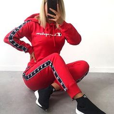 JD SPORT Merci à JD Sports pour ce magnifique ensemble Tiffany Merucci Chill Outfits, Sporty Outfits, Nike Outfits, Swag Outfits, Sweater Outfits, Trendy Outfits, Jd Sports, Teenage Outfits, Teen Fashion Outfits