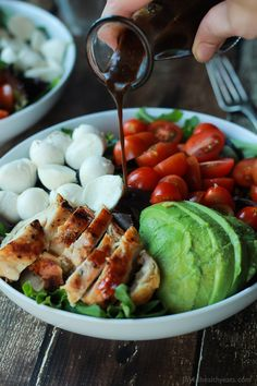 Healthy Lunches for Work - Avocado Caprese Chicken Salad with Balsamic Vinaigrette - Easy, Quick and Cheap Clean Eating Recipes That You Can Take To Work - Weekly Meals That Are Great for Health Fitness and Weightloss - Low Fat Recipe Ideas and Simple Low Quick Easy Dinner, Quick Dinner Recipes, Easy Healthy Dinners, Easy Healthy Recipes, Quick Easy Meals, Healthy Snacks, Protein Dinners, Dinner Healthy, Eating Healthy