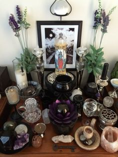 Hekate altar 2014 - Pinned by The Mystic's Emporium on Etsy Tarot, Wicca Altar, Magick, Witchcraft, Personal Altar, Crystal Altar, Home Altar, Good Vibe, Pagan Witch