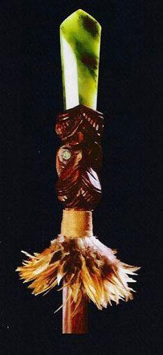 The Taiaha is a traditional close combat, hand held Maori Weapon carved in the form of an ancestor. Polynesian People, Polynesian Art, Polynesian Culture, Maori People, Long White Cloud, Maori Designs, Nz Art, Maori Art, Kiwiana