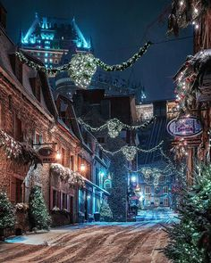 Winter night in Quebec - Canada Picture by . for a feature - via Wonderful Places on : Amazing Destinations - International Tips - Dream - Exotic Tropical Tourist Spots - Adventure Travel Ideas - Luxury and Beautiful Resorts Pictures by Christmas Scenery, Winter Scenery, Christmas Images, Christmas Lights, Christmas Time, Canada Christmas, Cosy Christmas, Christmas Deco, Beautiful Christmas