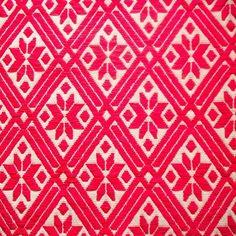 Textura bordada por Elizabeth originaria de San Ildelfonso en Amealco, Querétaro.