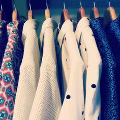 Estampados arriesgados y algunos más clásicos en la tienda Pardo! #pardo #medellin #fashion #shirt #camisa #shortsleeve #mangacorta #fabric #tela #estampado #print