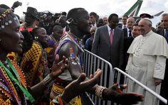 FOTO AFP. Me preocupan más los mosquitos de África que la seguridad: Papa Francisco  http://www.elcolombiano.com/papa-francisco-resta-importancia-a-seguridad-en-africa-durante-su-visita-MN3179790