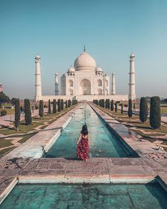 It is one of the most magnificent wonders of the world and one of history's greatest love letters — the Taj Mahal. Emperor Shah Jahan commissioned the colossal project in the in honor of … Photo Japon, The Places Youll Go, Places To Visit, Places To Travel, Travel Destinations, Adventure Travel, Adventure Awaits, Destination Voyage, Photos Voyages