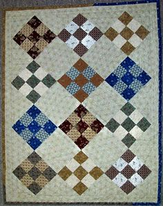 Nine Patch Doll Quilt Quilting Patterns, Quilting Ideas, Quilting Projects, Doll Bedding, Doll Quilt, Crib Quilts, Quilt Bedding, Small Quilts, Mini Quilts