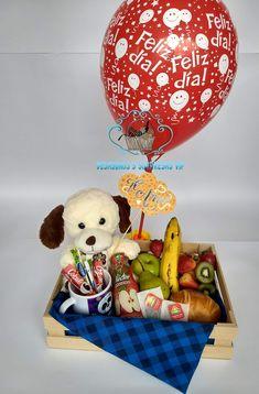 Base de Madera Desayuno 1 Mantel Picnic Letrero con Mensaje 1 Globo R12 con Mensaje 1 Peluche perfumado Mediano (20 cm) 1 Banano 4 Fresas 1 Kiwi 1 Manzana 1 Pera 1 Croissant 1 Jugo Nectar Hit (237ml) 2 Sobres de Café 2 Sobres de Azúcar Mug Con Mensaje 2 Sobres de Té Food Bouquet, Candy Bouquet, Bee Drawing, Box Of Sunshine, Christmas Hamper, Cafe Food, Ideas Para Fiestas, Best Birthday Gifts, Beautiful Morning