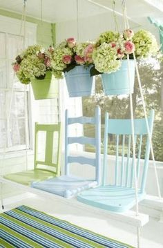Ways to Repurpose Old Chairs What a great idea for repurposing old chairs - a swing made from old broken chairs.What a great idea for repurposing old chairs - a swing made from old broken chairs. Decor, Shabby Chic Cottage, Chairs Repurposed, Repurposed Furniture, Wooden Chair, Diy Front Porch, Shabby Chic Furniture, Diy Chair, Porch Swing