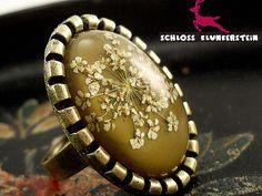SCHLOSSPARK echte Blüten Ring zeitlos Bronze grün von Schloss Klunkerstein Designer Schmuck Manufaktur & Armbanduhren für besondere Menschen. Naturschmuck, Trendschmuck, Geschenke und antike Raritäten! auf DaWanda.com