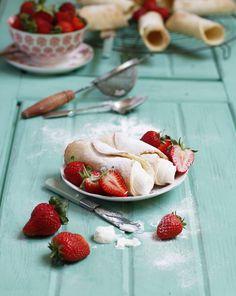 Cannoli with strawberry ricotta cream