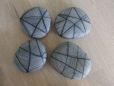 Stone Crafts, Rock Crafts, Diy Arts And Crafts, Pebble Painting, Pebble Art, Stone Painting, Circle Crafts, Posca Art, Painted Rocks Craft