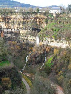 Cascade des fées, canyon de Bozouls, Aveyron © F. Lombardi / Marie de Bozouls Les Cascades, Rhone, Pyrenees, Geology, Waterfall, Road Trip, Castle, Europe, Nature