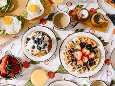 Already a popular tradition in the US, a bride-to-be breakfast is a great pre-wedding gathering to add to your calendar ASAP! Menu Brunch, Bulking Meals, Breakfast Desayunos, Breakfast Ideas, Homemade Breakfast, Breakfast Cooking, Breakfast Specials, Health Breakfast, Breakfast Recipes